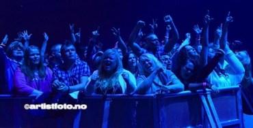 Det ble bra stemning under konserten med legendariske DJ Sash