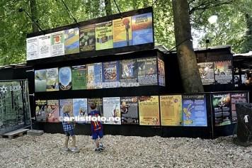 Tøft at de har samlet alle festivalplakatene tilbake til stiftelse 1980, på backstageområdet!
