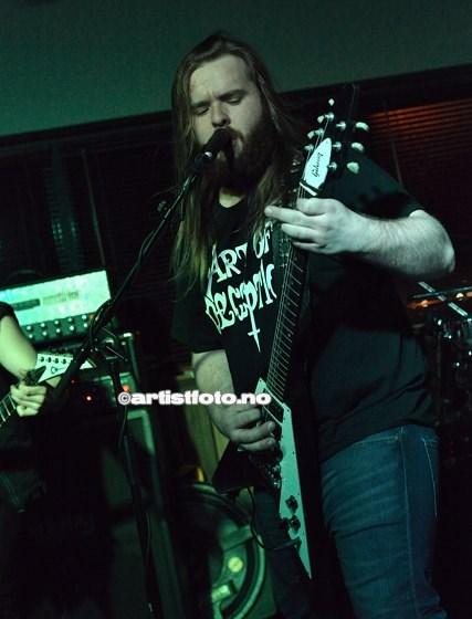 Gitarist og vokalist Marius Ofstad
