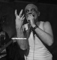 Vokalist Tom Ostad