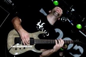 Gitarist Daniel Olaissen