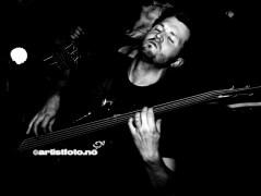 Erlend Caspersen på bass