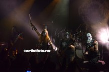 """Fra venstre: kristiansanderen og gitarist Terje Vik Schei aka Tchort, Nattefrost, Vrangsinn og BloodPervertor. Trommis Anders Kobro var syk, og ukjent """"sett inn"""""""