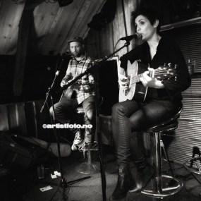 Fra kveldens første konsert. Elia Ardiles og Eirik Sørbø på gitar