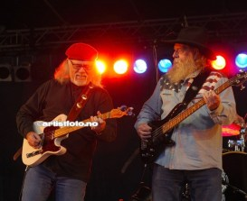 Larry Patton og John Beland`s Flying Burrito Brothers.