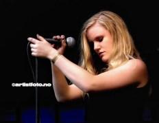 Tenåringene i Frk. Fryd leverte kjempebra og her vokalist Caroline Saxegaard Ekeli