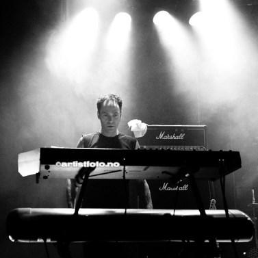 Geir Bratland Styrer tangentene i God Seed, noe han også gjør i svartmetalbandet Dimmu Borgir