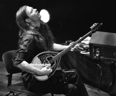 Michael Smith Krumins fremførte det mest akustiske partiet under konserten