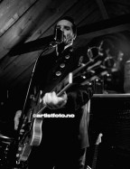 Vokalist og gitarist Dag Vagle er en energisk fronfigur i bandet Helldorado