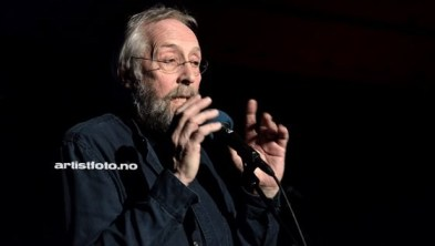 Jan Engervik leverte en stålende konsert. Morsomme tekster som alle kan kjenne seg igjen i, er hans varemerke.