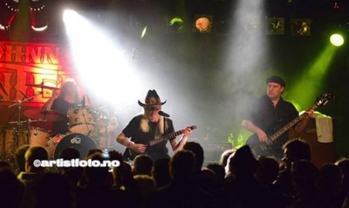 Johnny Winter var hovedheadliner og avsluttet festivalen