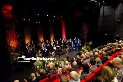 Mandal Byorkester og Lill LIndfors_2015©Artistfoto.no_003