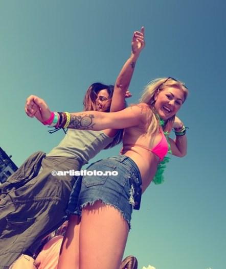 Dansende damer på KIA scenen skapte fin stemning!