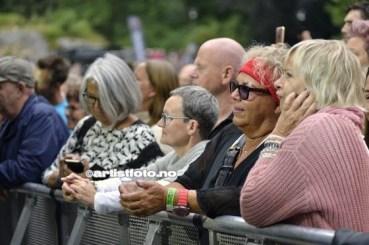 Vi var vitne til et mer voksent publikum på Ravnedalen Live og de klarte å selge ut alle 4000 billettene til festivalen