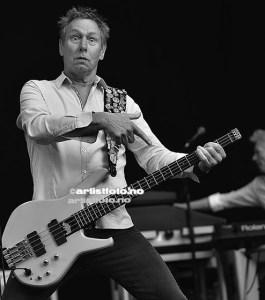 John «Rhino» Edwards begynte å spille i bandet i 1986