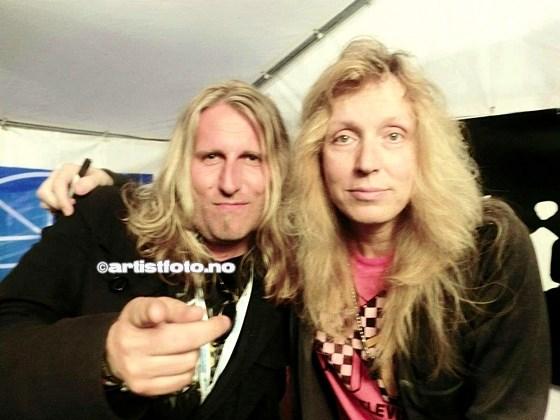 Fra venstre: Geir Roger Hagen og trommeslager i Stryper, Robert Sweet. ( Foto: Geir Roger Hagen)