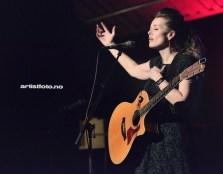Tove Bøygard leverte en fantastisk konsert og tekstene gjorde dypt inntrykk på oss.