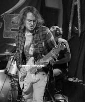 Thomas Myhren på gitar