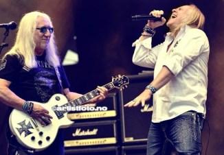 """Den legendariske gitaristen Mick Box(til venstre), er den eneste igjen fra originalbestningen. Han var med å starte bandet i 1969. Vokalist """"Bernie"""" Shaw på siden av"""