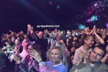 Et lite utsnitt av kveldens publikummere. Folk hadde kledd seg ut i 80 talls tøy, og var feststemte!