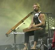 Xavier Rudd fra Australia, skapte en magisk stemning på sletta i Ravnedalen med sine blandede toner