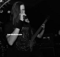 Vokalist Jonas Aversano i The Dark Nebula, på Tolv Bord