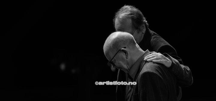 To rustne herrer, med Jonas Fjeld og Ole Paus hadde konsert i Kilden i Kristiansand. Foto: Svein Erik Nomeland
