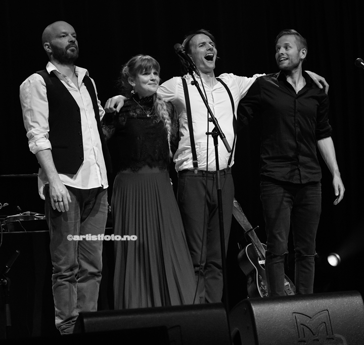 Fra venstre: Sveinung Sundli , Gunnhild Sundli, Magnus Børmark og Jon Even Schärer i Gåte, i Kilden. Foto: Svein Erik Nomeland